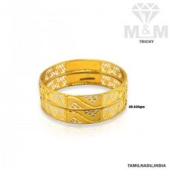 Resplendent Gold Fancy Bangle