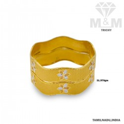 Phenomenal Gold Fancy Bangle