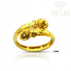 Attractive Gold Fancy Ring